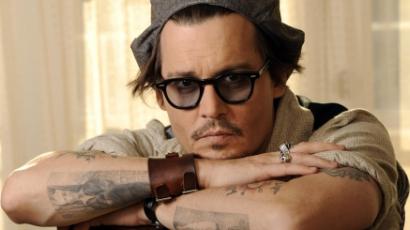Johnny Depp hajléktalanoknak adott munkát