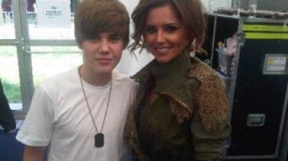 Justin Bieber Cheryl Cole-t akarja