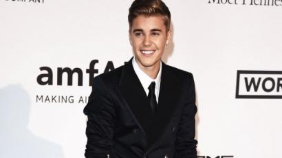 Justin Bieber haja platinaszőke lett