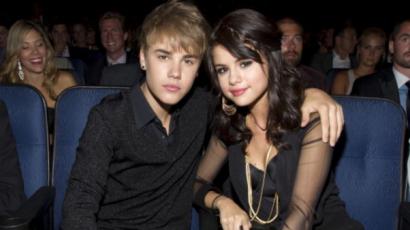 Justin Bieber hónapok óta ostromolta a szerelmével Selena Gomezt