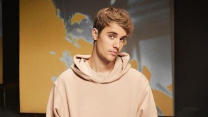 Justin Bieber infúzióval a karjában biciklizett