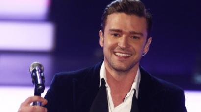 Justin Timberlake párnákkal verekszik