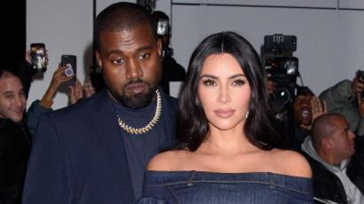 Kanye West még mindig hordja karikagyűrűjét
