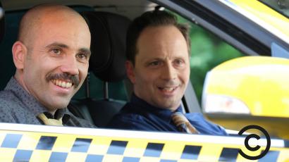 KAP és Janklovics Péter taxisofőrnek állt