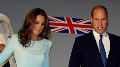 Katalin hercegné gyönyörű akvamarin ruhában érkezett Pakisztánba