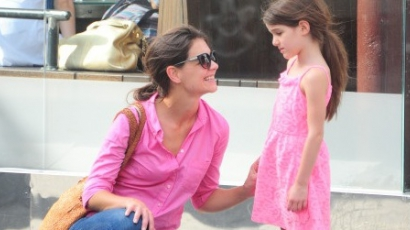Katie Holmes nem engedi többé designer ruhákban járni lányát