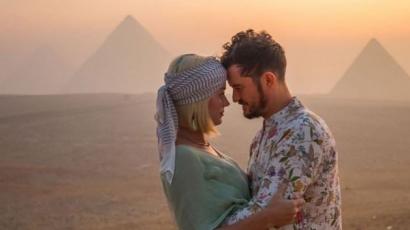 Katy Perry Egyiptomban ünnepelte születésnapját, szinte fesztivált csinált belőle