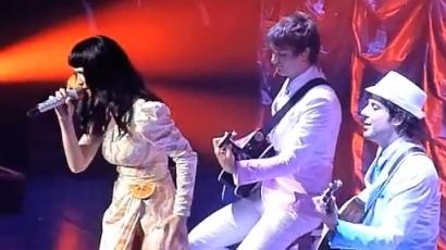 Katy Perry elénekelte a Fridayt