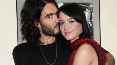 Katy Perry nyilvánosan pofozta fel vőlegényét