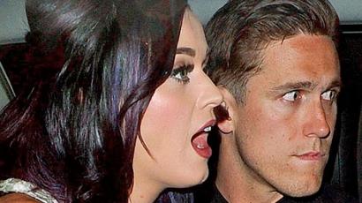 Katy Perry szerelmi élete tovább bonyolódik