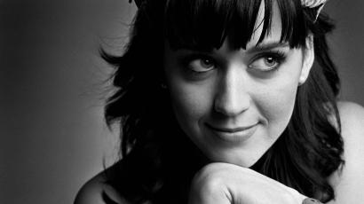 Katy Perrynek hazudnia kellett