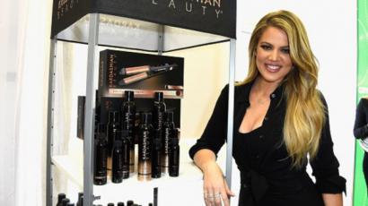Khloe Kardashian szerint családja túlságosan bevonja a nyilvánosságot a magánéletükbe