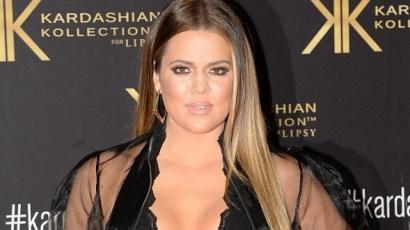 Khloe Kardashian pizsamában népszerűsíti ruhamárkájukat