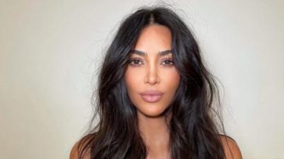 Kim Kardashian esküvői ruhában jelent meg Kanye West legújabb lemezbemutató partiján