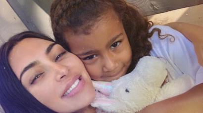 Kim Kardashian kislányai fodrászosat játszottak