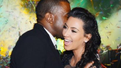 Kim Kardashian kislányt hord a szíve alatt