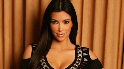 Kim Kardashian örökbefogadásra készül