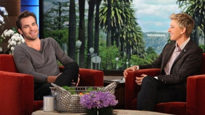 Kínos évkönyvfotójával hozták zavarba Chris Pine-t
