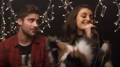 Rebecca Black és Max Ehrich fantasztikusan adja elő a karácsonyi slágert