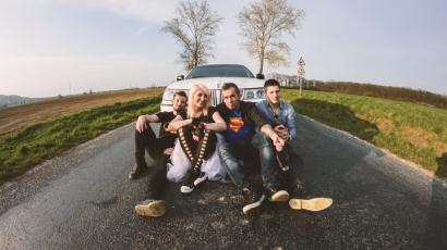 Klippremier: Karai Anna feat. Kovács Áron – Szuperhős