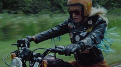 Klippremier! Katy Perry szexi motorost alakít új számában