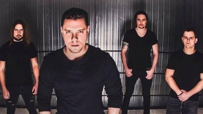 Klippremier: Leander Kills – Ketten egyedül feat. Kállai Ernő