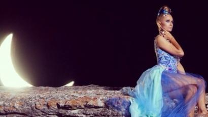 Klippremier: Paris Hilton - Come Alive