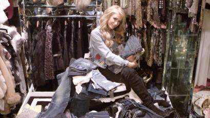 Kukkants be Paris Hilton irigylésre méltó gardróbjába!