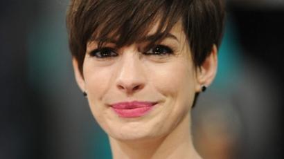Kutyaürülékkel lepte meg a paparazzót Anne Hathaway