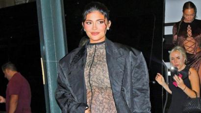Kylie Jenner átlátszó, csipke ruhában mutatja meg gömbölyödő pocakját