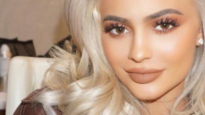 Kylie Jenner betekintést engedett szexi naptárába