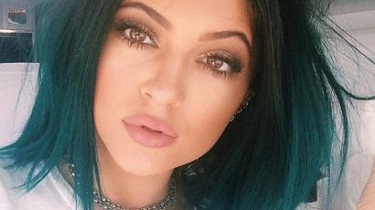 Kylie Jenner felismerhetetlen szőke hajjal