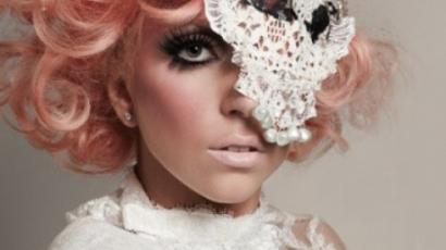Lady Gaga angliai esküvőt tervez