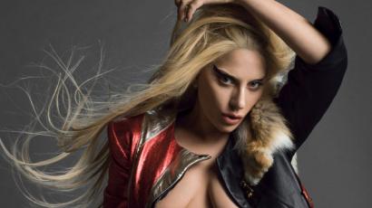 Lady Gaga felismerhetetlen új filmjében – Bradley Cooperrel smárolt az énekesnő!