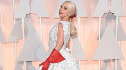 Lady Gaga kezét először nyalókagyűrűvel kérték meg