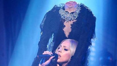 Lady Gaga levágott fejjel lépett színpadra!