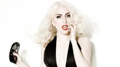 Lady Gaga újságírónak áll