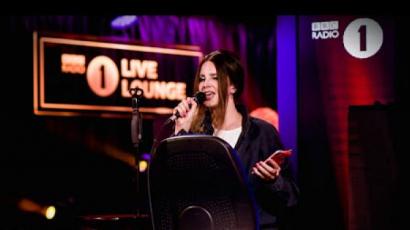 Lana Del Rey feldolgozta Ariana Grande egyik számát
