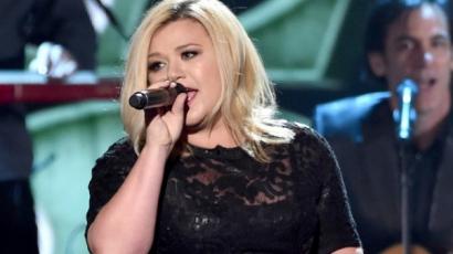 Lehullott a lepel Kelly Clarkson új albumborítójáról