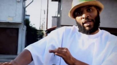 Levágta a péniszét a rapper, majd leugrott az erkélyről