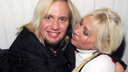 Linda Hogan hozzáment a 21 éves pasijához
