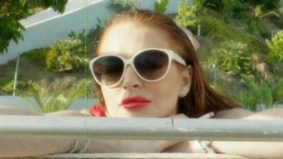 Lindsay Lohan ismét vetkőzik
