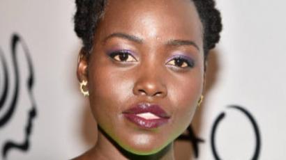 Lupita Nyong'o fantasztikusan festett élénkzöld estélyi ruhájában