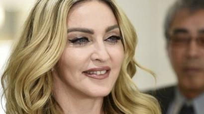 Madonna nem bírt magával, topless fotót posztolt