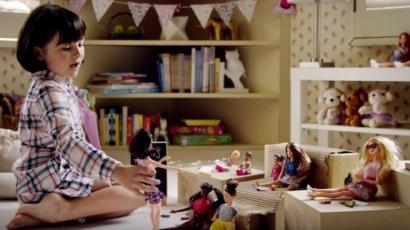 Magabiztosságra neveli a gyerekeket az új Barbie-reklám