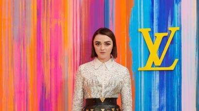 Maisie Williams Arya Starkot idézte megjelenésével egy megnyitón