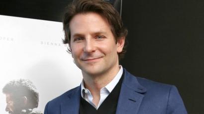 Majdnem megmutatta férfiasságát Bradley Cooper