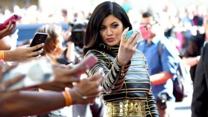 Már majdnem félmillió forintot gyűjtöttek össze Kylie Jenner rajongói