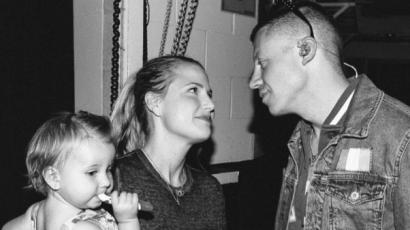 Második gyermekükkel várandós Macklemore felesége