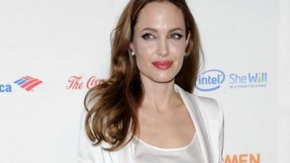 Megdöbbentő festmény készült az amputált mellű Angelina Jolie-ról